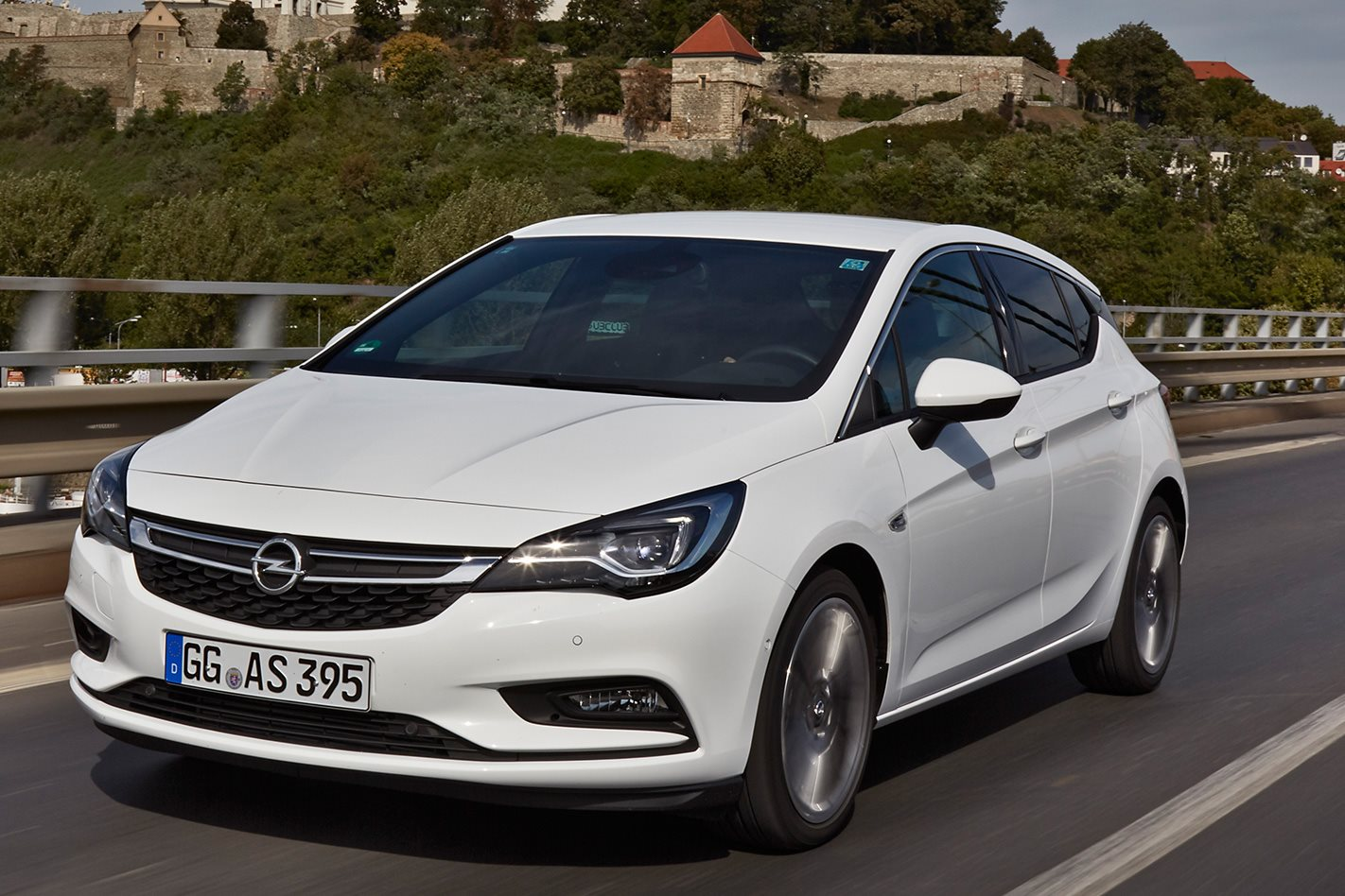najviac poruchové auto, Diesel Vauxhall Astra, biele auto, porucha vozidla