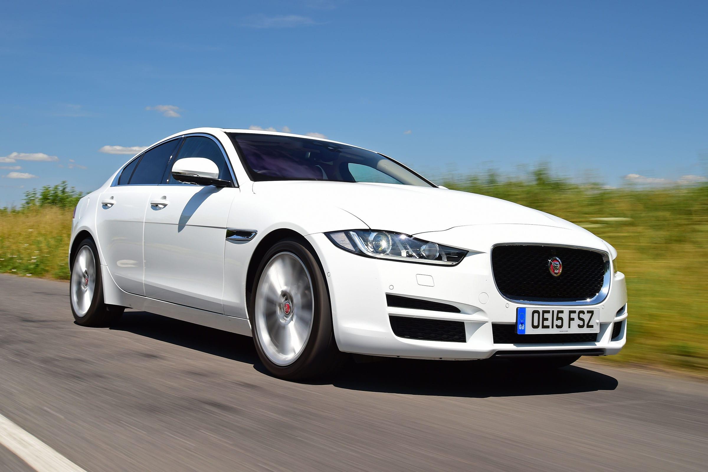 najviac poruchové autá, Jaguar XE diesel, biele auto, luxusné auto