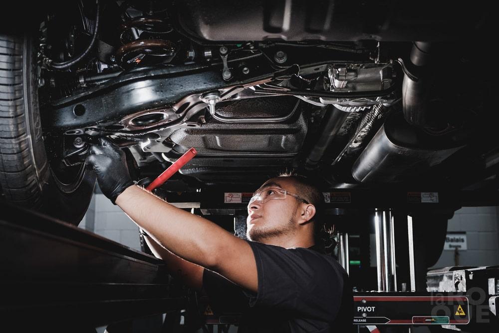 kontrola podvozku motora, najviac poruchové autá porucha auta,automechanik, výmena súčiastok, servis