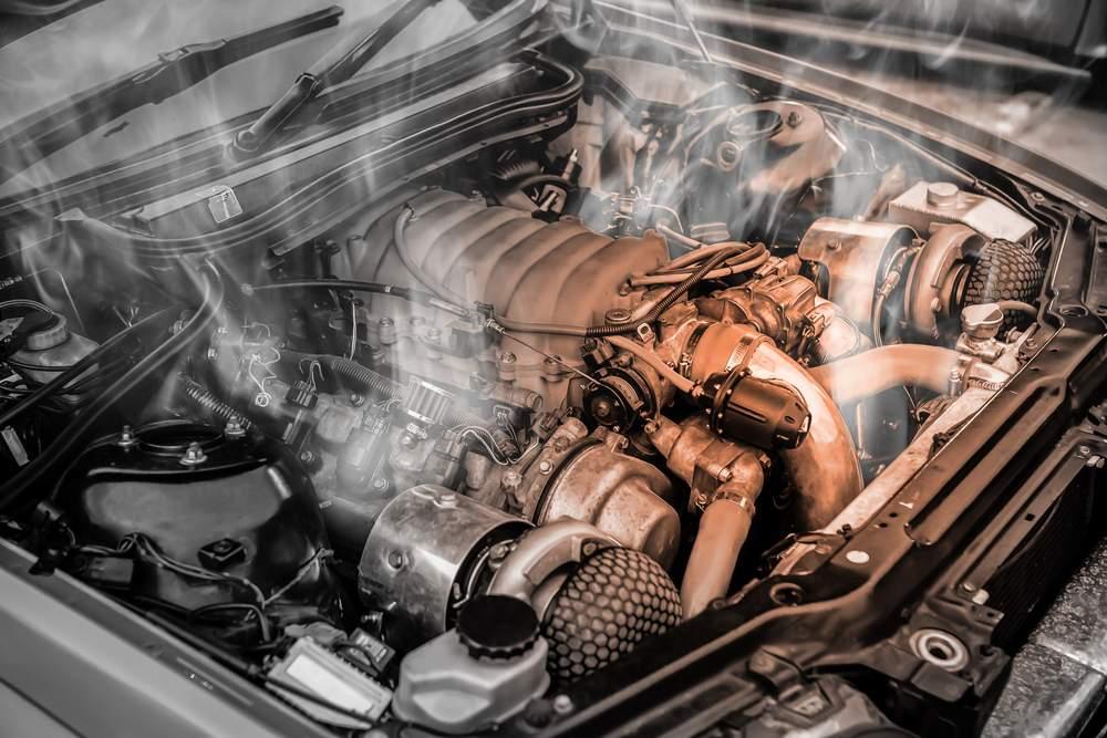 prehriaty motor, najviac poruchové autá, poruchy vozidla, dym z motora