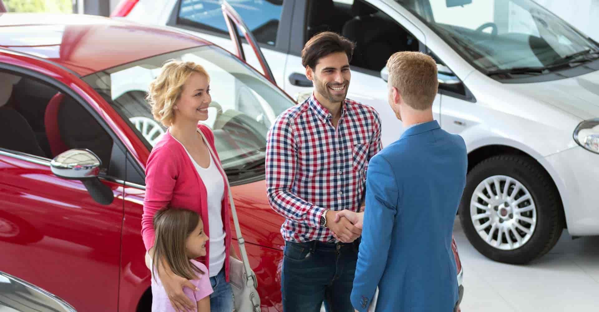 hodnota vozidla, predaj vozidla, ľudia podávajúci si ruky