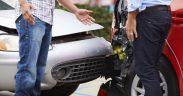 škodová udalosť, neznámy vinník, poistná udalosť, dopravná nehoda, búračka, nehoda, sivé auto, červené auto, vinník nehody