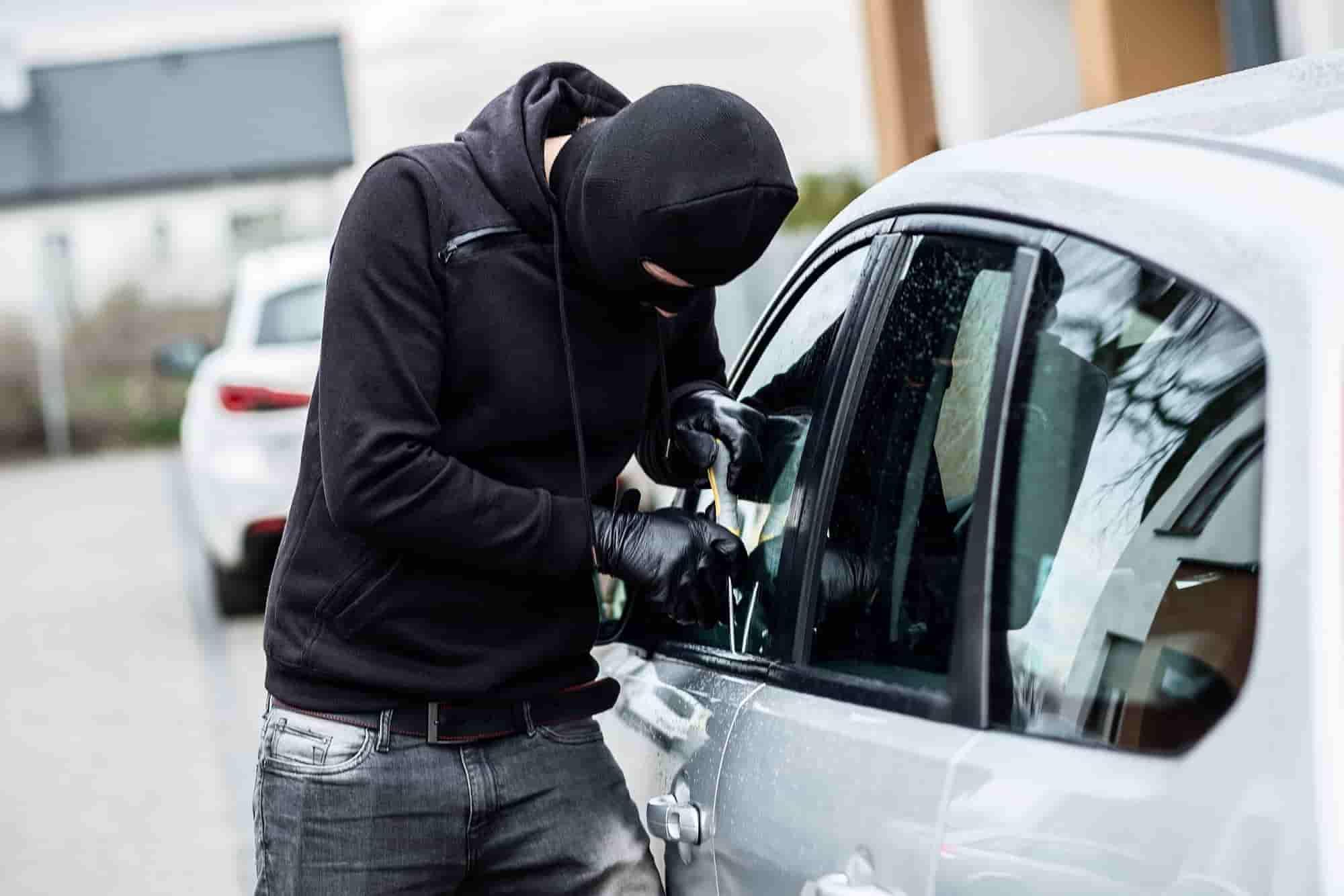 krádež auta, postup pri krádeži auta, zlodej, vlámanie, odcudzenie vozidla, zlodej áut