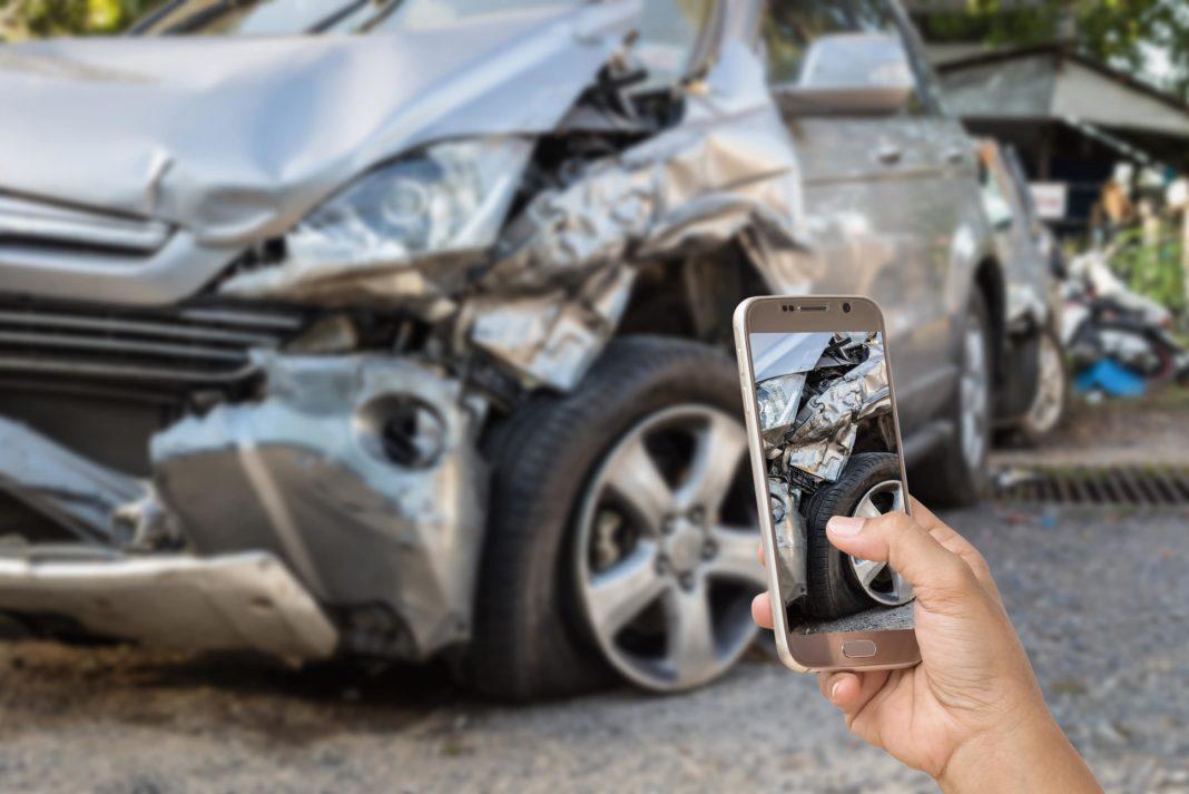 havarijné poistenie, výpoveď havarijného poistenia, dopravná nehoda, fotenie nehody, zničené auto, zrážka