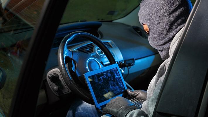 krádež auta, postup pri krádeži auta, profesionálny zlodej, odcudzenie vozidla, expert na autá