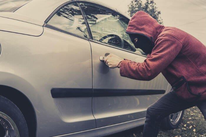 krádež auta, postup pri krádeži auta, zlodej, vlámanie, odcudzenie vozidla