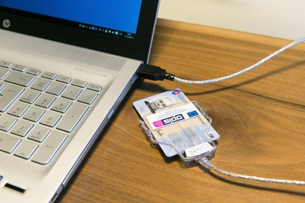 prepis auta elektronicky, postup pri prepise auta, počítač, občiansky preukaz, čítačka