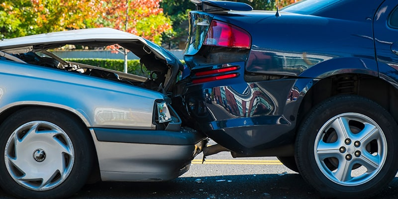 autonehoda, dôkaz neviny, dopravná nehoda, búračka, zničené autá, náraz, dokazovanie neviny