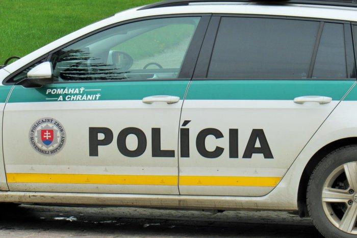 autonehoda, dôkaz neviny, dopravná nehoda, vinník, polícia, policajné auto, dokazovanie neviny, pomáhať a chrániť