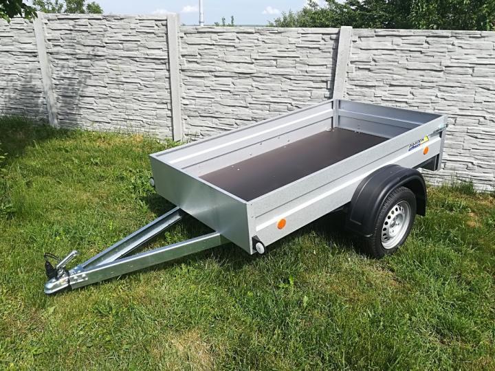 ako prihlásiť prívesný vozík, prívesný vozík do 750 kg, prívesný vozík v záhrade, nový vozík, vozík na prepravu tovaru